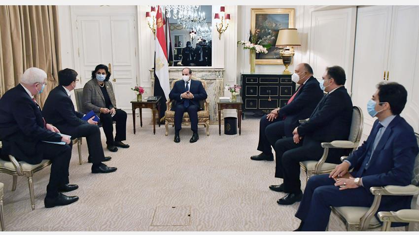 """الرئيس عبد الفتاح السيسي يستقبل رئيس مجلس إدارة شركة """"نافال جروب"""" الفرنسية"""