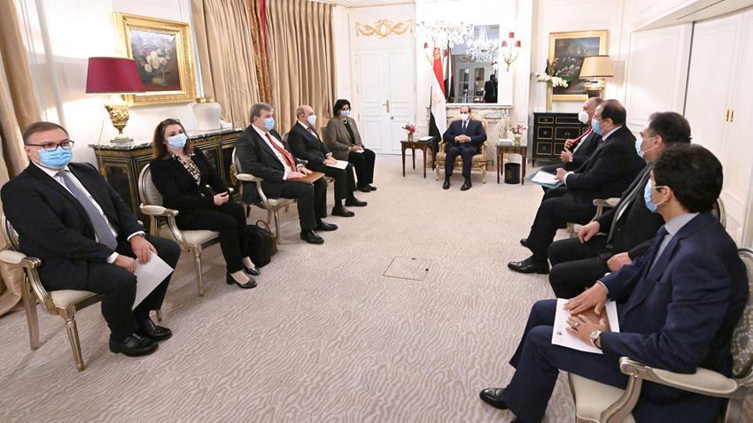 """الرئيس عبد الفتاح السيسي يستقبل الرئيس التنفيذي لشركة """"داسو"""" للصناعات الجوية"""