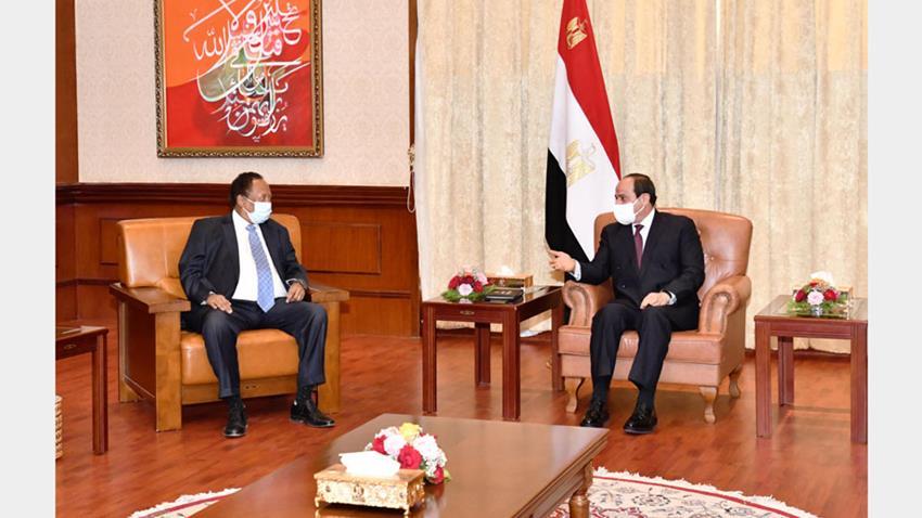 الرئيس عبد الفتاح السيسي يلتقي رئيس وزراء الجمهورية السودانية