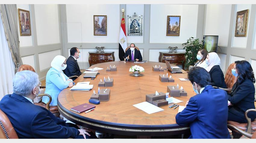 الرئيس عبد الفتاح السيسي يجتمع برئيس مجلس الوزراء وعددٍ من الوزراء والمسئولين-.