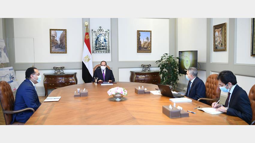 الرئيس عبد الفتاح السيسي يجتمع برئيس مجلس الوزراء ورئيس هيئة قناة السويس