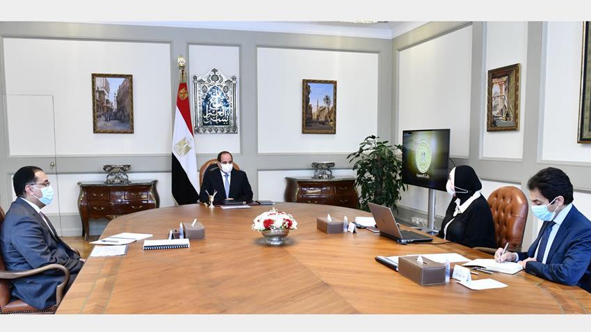الرئيس عبد الفتاح السيسي يجتمع برئيس مجلس الوزراء ووزيرة التجارة والصناعة-.
