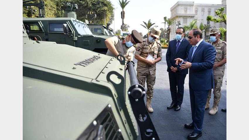 الرئيس عبد الفتاح السيسي يتفقد عدد من المركبات المدرعة المطورة من قبل القوات المسلحة
