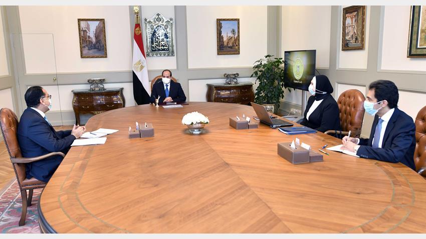 الرئيس عبد الفتاح السيسي يجتمع برئيس مجلس الوزراء ووزيرة التجارة والصناعة.