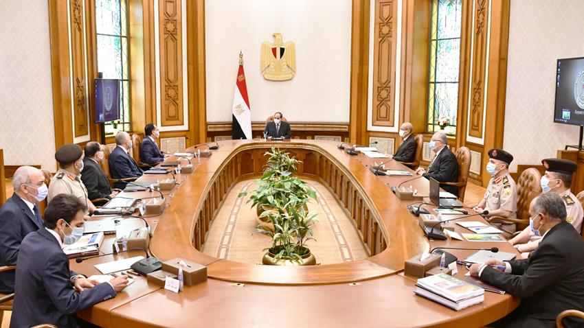 الرئيس عبد الفتاح السيسي يجتمع برئيس مجلس الوزراء وعدد من الوزراء والمسئولين-