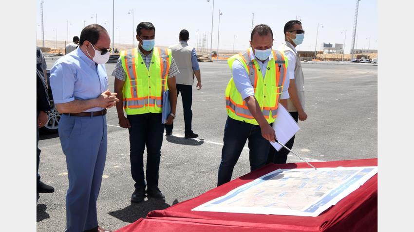 الرئيس عبد الفتاح السيسي يقوم بجولة تفقدية لبعض قطاعات الطريق الدائري الأوسطي