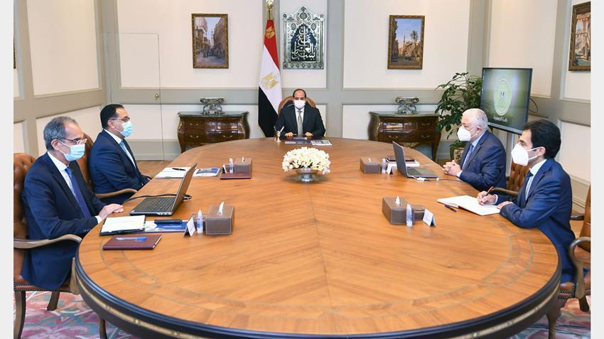 الرئيس عبد الفتاح السيسي يجتمع مع رئيس مجلس الوزراء وعددًا من السادة الوزراء..