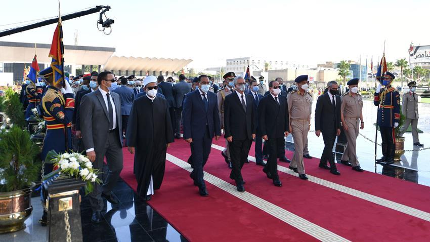 الرئيس عبد الفتاح السيسي يتقدم جنازة السيدة جيهان السادات قرينة الرئيس الراحل محمد أنور السادات