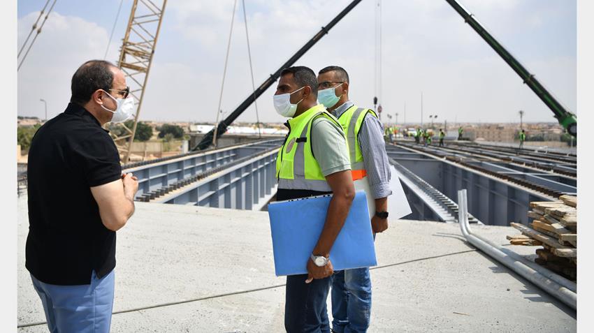 الرئيس عبد الفتاح السيسي يتفقد بعض مشروعات المحاور والطرق