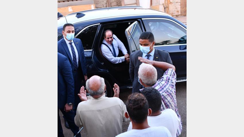 الرئيس عبد الفتاح السيسي يقوم بجولة تفقدية بمنطقة مساكن الرويسات بشرم الشيخ