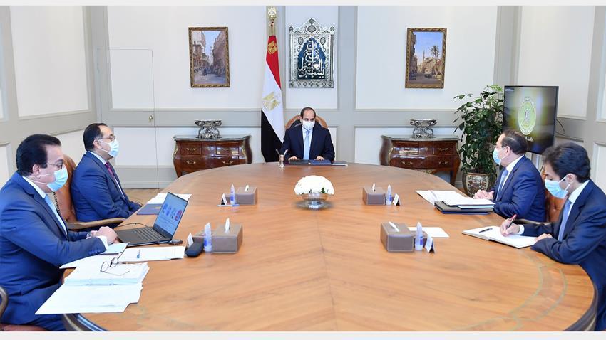 الرئيس عبد الفتاح السيسي يجتمع برئيس مجلس الوزراء ووزيري البترول والتعليم العالي