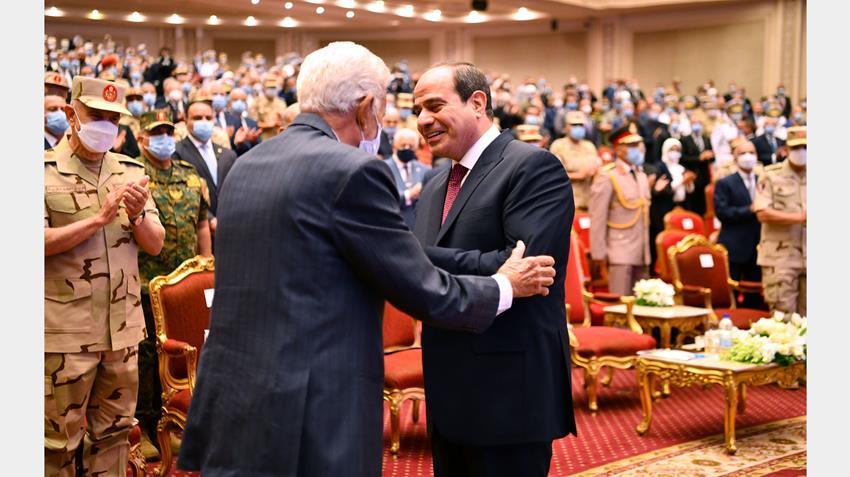 الرئيس عبد الفتاح السيسي يشهد الندوة التثقيفية الرابعة والثلاثين للقوات المسلحة