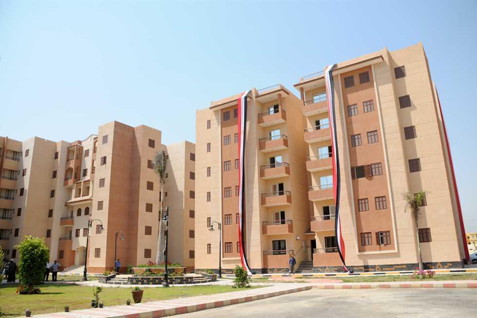 """وزير الإسكان يتابع موقف تنفيذ شقق """"الإسكان الاجتماعى"""" بالمدن الجديدة"""