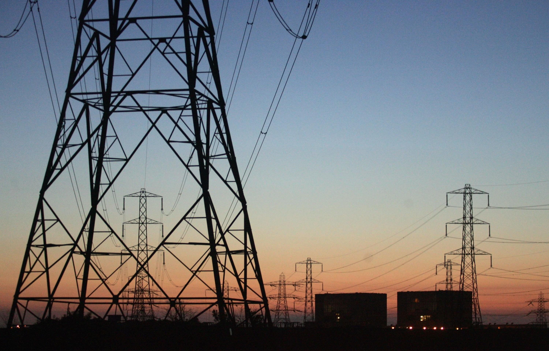 استكمال تنفيذ خط كهرباء العوينات بلاط بالوادى الجديد بتكلفة 1.5 مليار جنيه
