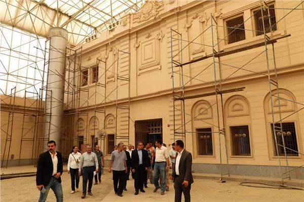 وزير الآثار يتفقد مشروع تطوير متحف المركبات الملكية ببولاق