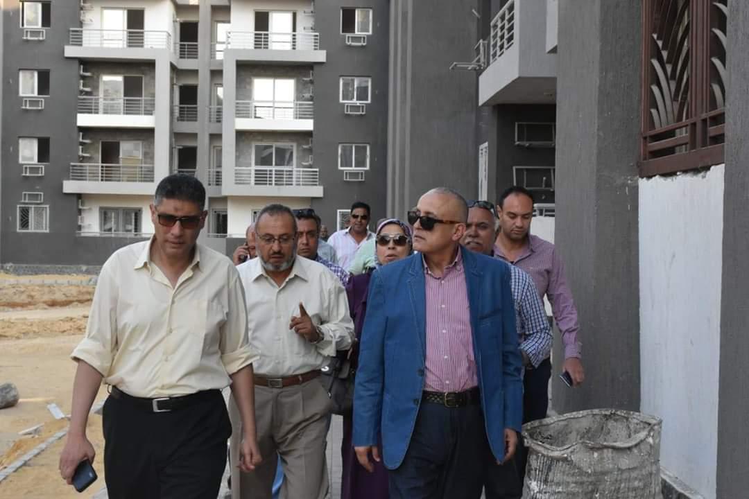 نائب رئيس  المجتمعات العمرانية  يتفقد المشروعات المختلفة بمدينة القاهرة الجديدة