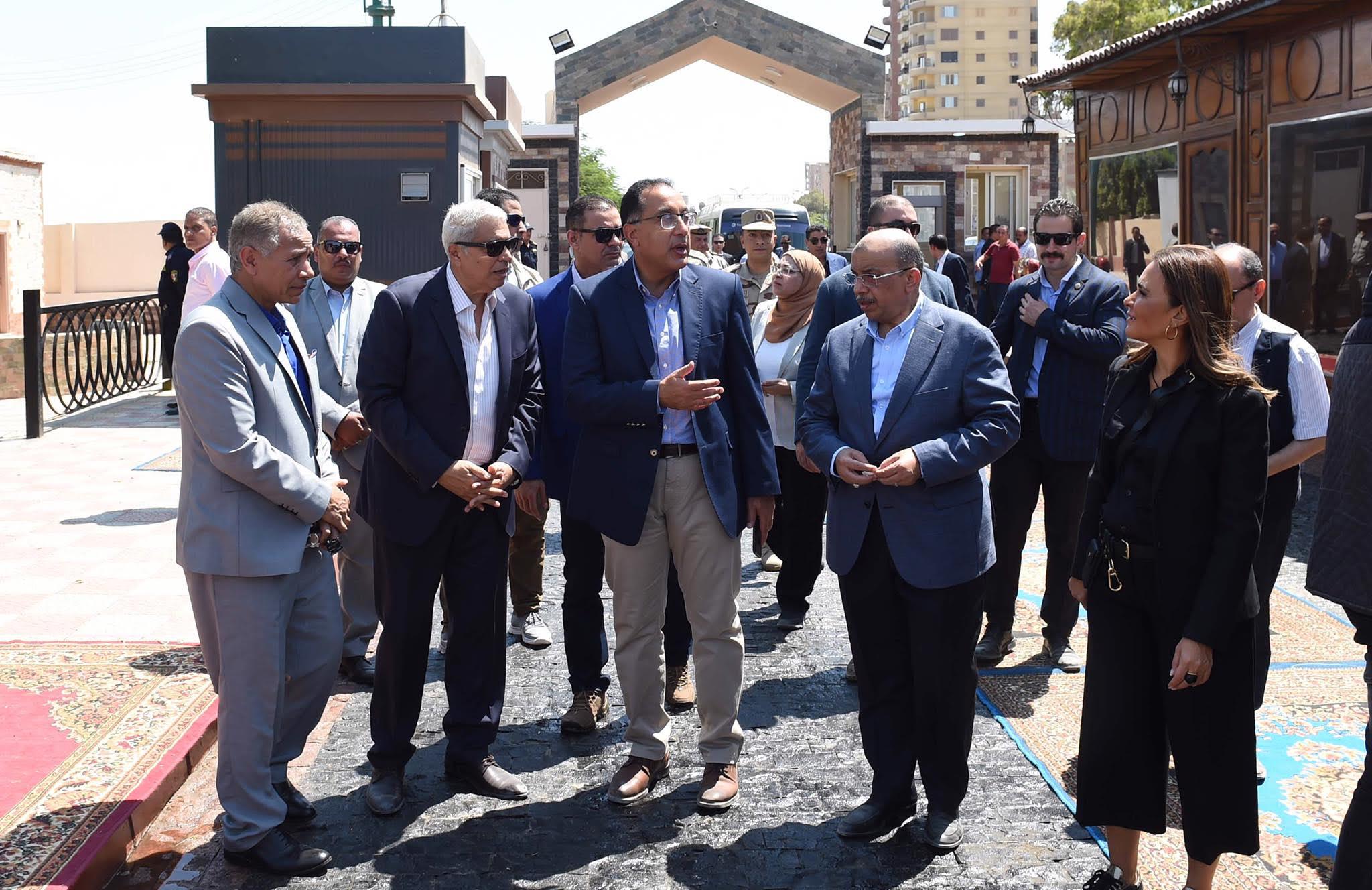 رئيس الوزراء يتفقد مشروع شارع مصر  ويطالب بالاهتمام بالنظافة والصيانة