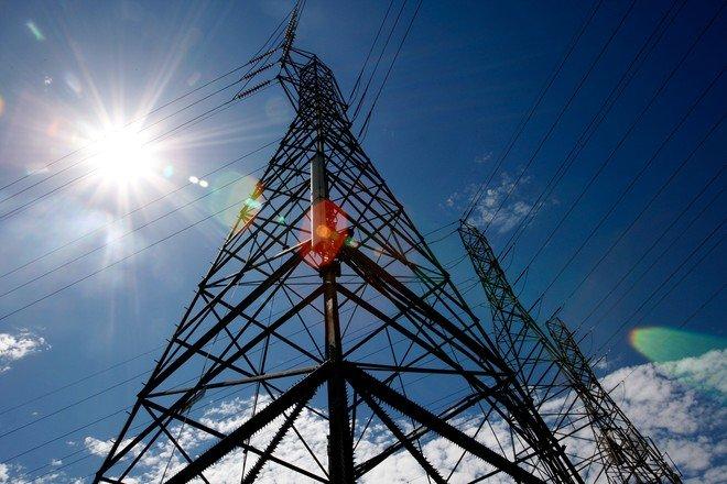 مصر تبدأ محادثات لبيع فائضها من الكهرباء إلى أوروبا وأفريقيا