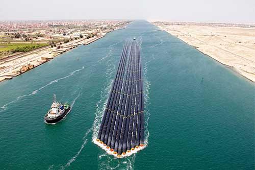 55 سفينة تعبر قناة السويس بحمولة 4 ملايين و200 ألف طن