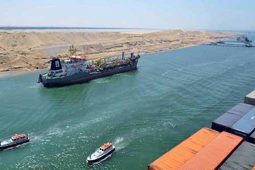 قناة السويس شهدت اليوم عبور 55 سفينة، بحمولة 4.6 مليون طن سفن حاويات من الاتجاهين.