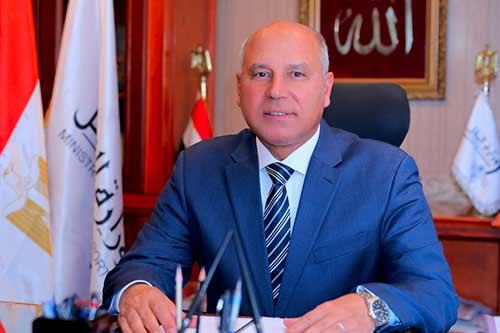 وزارة النقل: تطوير الطرق فى الصعيد نواة للربط مع القاهرة