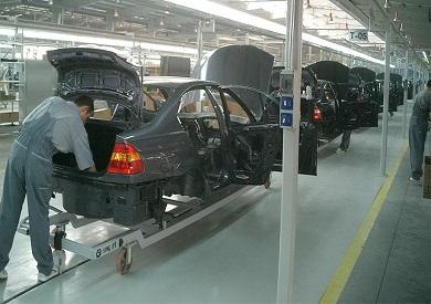 مدبولي يناقش مقترحات تحفيز تصدير السيارات المصنعة محليا