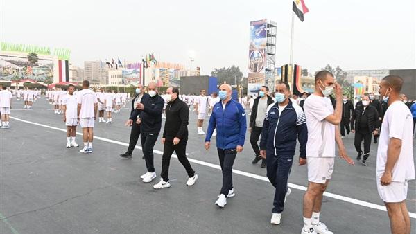 """الرئيس السيسى يشيد بقدرات طلبة """"الحربية"""" ويطالبهم بالتحلى بالقيم العسكرية النبيلة"""