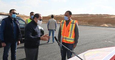 شاهد.. الرئيس يوجه مسئولا بمشروع تطوير طرق شرق القاهرة بالانتهاء قبل رمضان