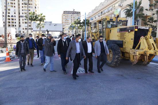 الانتهاء من رصف شوارع «الروضة والخروبة والسنوسية» في مرسى مطروح