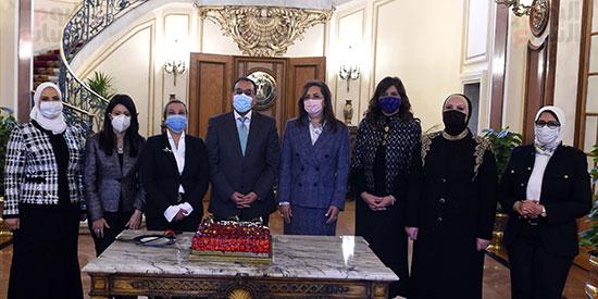 """مجلس الوزراء يحتفل بـ""""الوزيرات"""" بمناسبة يوم المرأة المصرية"""