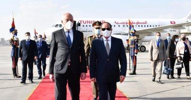 الرئيس السيسي يستقبل نظيره التونسى قيس سعيد بمطار القاهرة الدولى