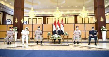 الرئيس السيسي يناقش مع قادة القوات المسلحة موضوعات الأمن القومى المصرى