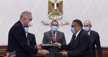 رئيس الوزراء يشهد توقيع عقد إنشاء مجمع للبتروكيماويات بالسخنة بـ7,5 مليار دولار
