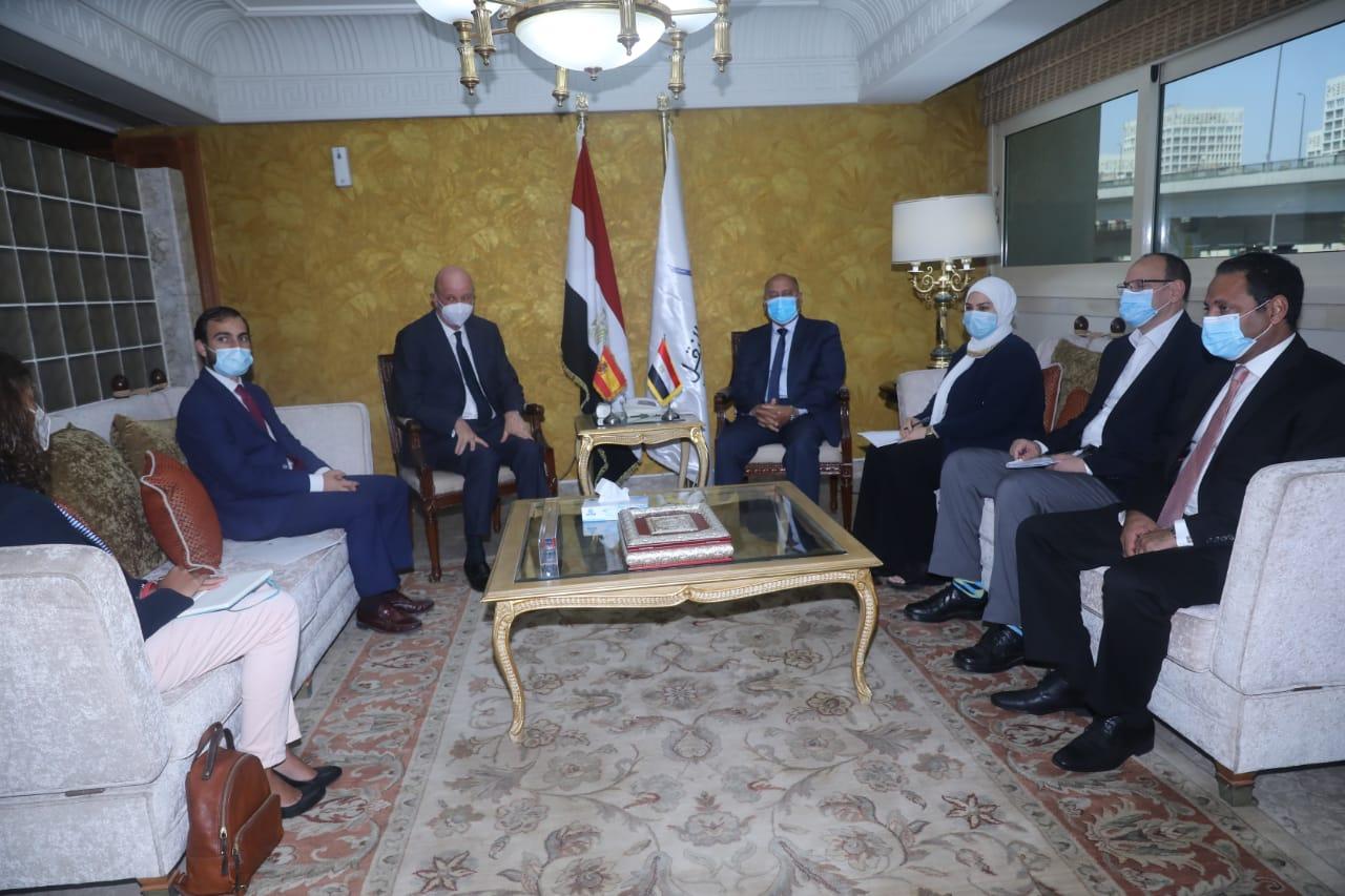 السفير الإسباني بالقاهرة: وزارة النقل المصرية من أكبر الوزارات الجاذبة للاستثمار في العالم
