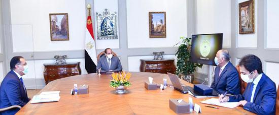 الرئيس السيسي يستعرض جهود البنك المركزى فى إطار النشاط الاقتصادى والتنموى