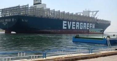 لحظة عبور السفينة إيفرجيفن قناة السويس بنجاح خلال رحلة العودة