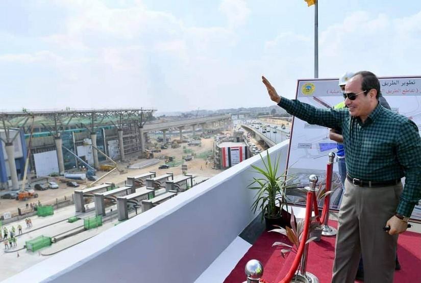 الرئيس السيسي يتفقد اعمال تطوير وتوسعة الطريق الدائري