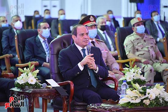 الرئيس السيسى: زيادة إيرادات قناة السويس بنحو 11 % عن العام الماضى