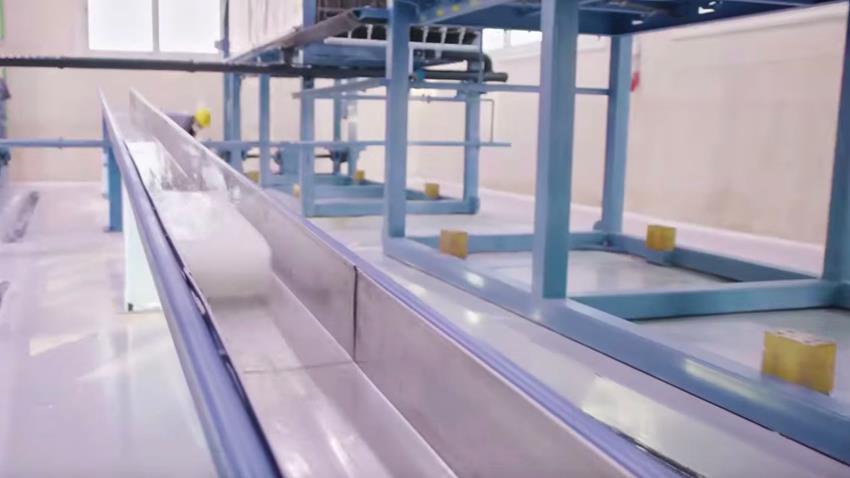 مصنع إنتاج الثلج ببحيرة البردويل