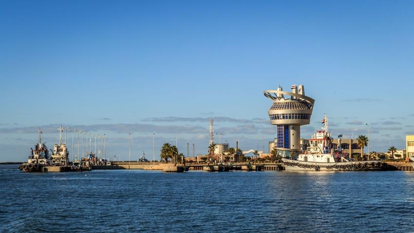 تعميق الممر الملاحي وحوض الميناء وإنشاء رصيف بميناء دمياط