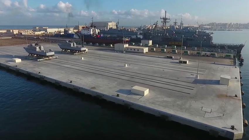 تطوير ورفع كفاءة عدد من الأرصفة البحرية بقاعدة الإسكندرية البحرية