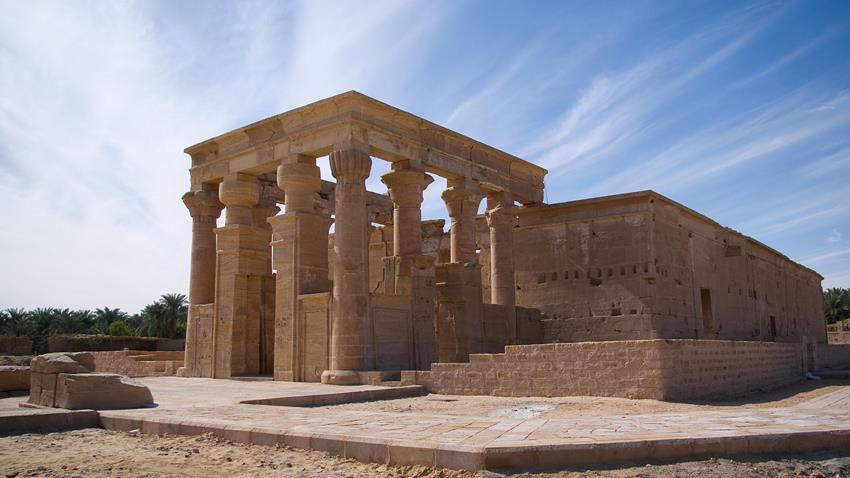 ترميم معبد هيبس بالواحات الخارجة بالوادي الجديد