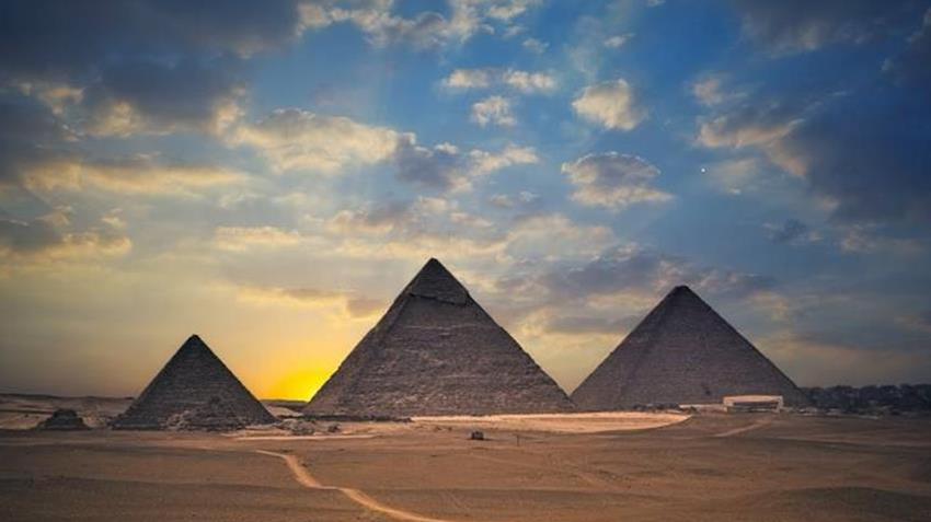 تطوير منطقة هضبة الأهرامات الأثرية بالجيزة