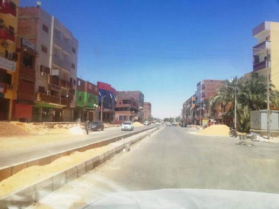 رصف طرق الداخلية بمدينة موط عاصمة مركز الداخلة بمحافظة الوادى الجديد