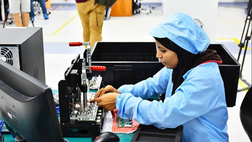 تدشين أول خطي إنتاج للتليفونات المحمولة المصرية بالمنطقة التكنولوجية بأسيوط