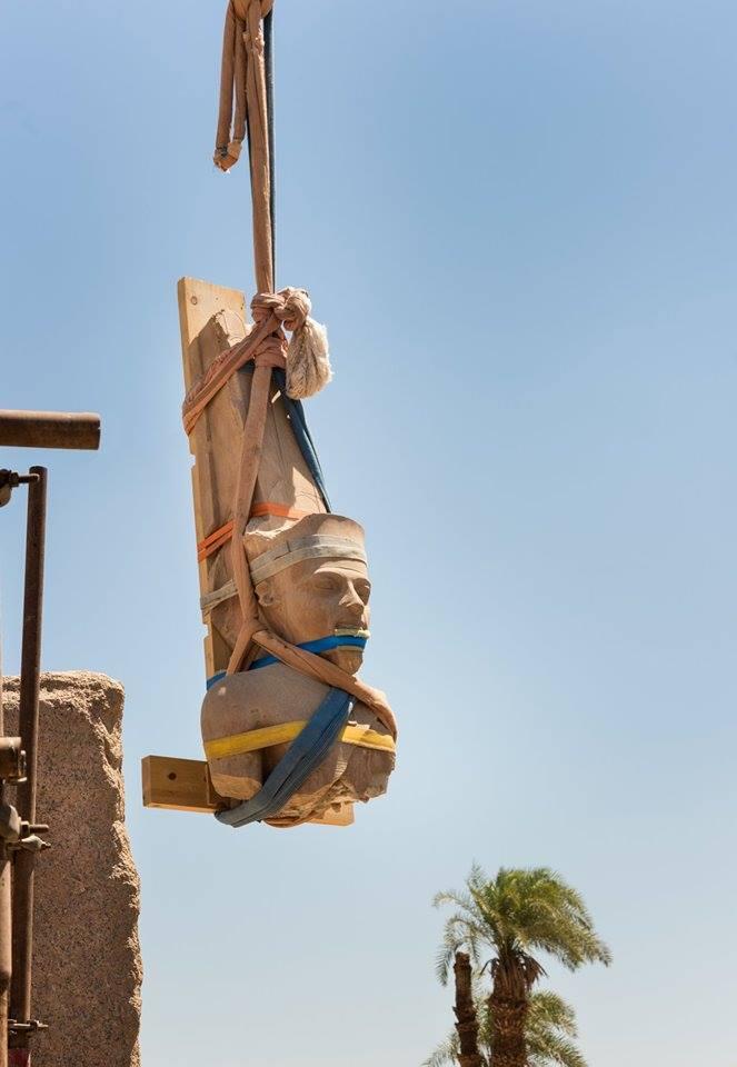 ترميم تمثال الملك توت عنخ امون
